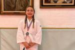 贝克汉姆晒女儿美照曝喜讯 小七获得柔道比赛银牌