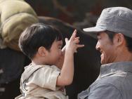 亲生的!《我和我的父辈》小乘风是吴京亲儿子