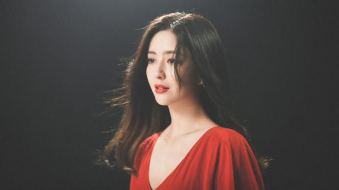 高德平台招商35497绝!佟丽娅出演张杰MV 穿红裙雪中起舞唯美浪漫