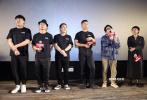10月13日下午,由田壮壮监制的电影《不速来客》在京举行首映礼。导演刘翔携主演窦骁、胡明、高尚等主创,出席映后观众见面会。