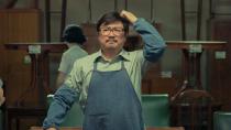 """《我和我的父辈》之《鸭先知》""""赵平洋被老婆赶出门""""片段"""