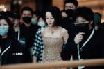 女明星来了!热巴穿鎏金吊带裙 复古短发经典优雅