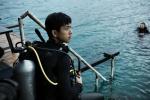 李现生日潜水大片释出 参与海洋公益传递正能量