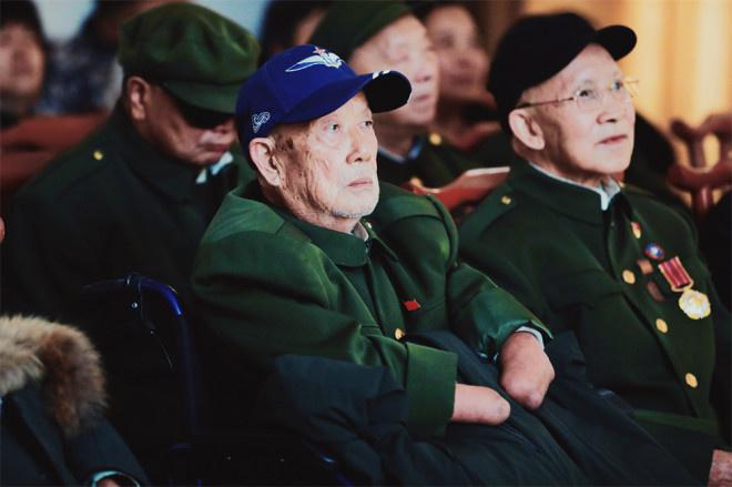 向英雄致敬!《长津湖》为抗美援朝老兵特别放映